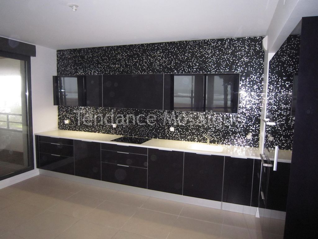 Micro mosaique cr dence de cuisine bisazza princess black for Credence verre cuisine