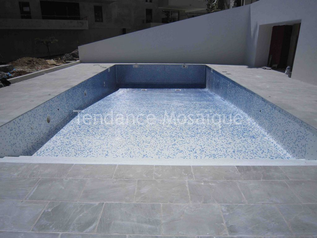 Carrelage piscine en emaux de verre d grad s ezarri r f rence rock d grad horizontal for Carrelage de piscine