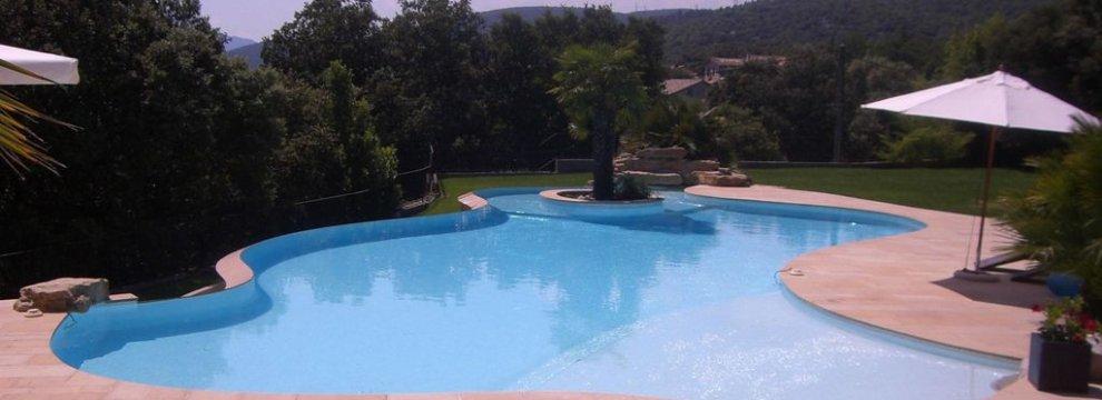 Piscines emaux de verre marque ezzari for Peinture piscine sika