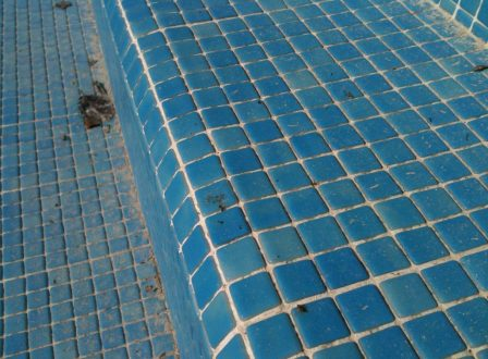 Rejointage piscine joint epoxy carrelage piscine for Joint carrelage piscine