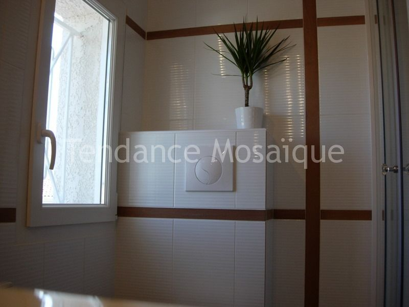 faience blanche carrelage salle de bain mural incrustation bois. Black Bedroom Furniture Sets. Home Design Ideas