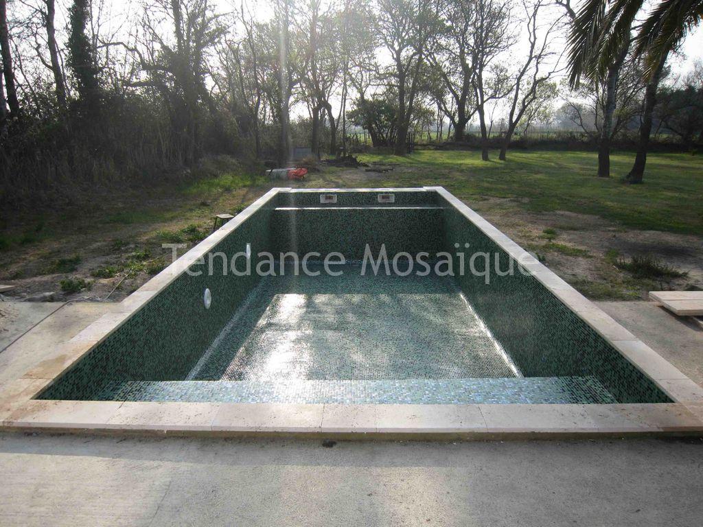 Piscine p te de verre dolce mosaic mosaique vert profond for Joint carrelage piscine epoxy