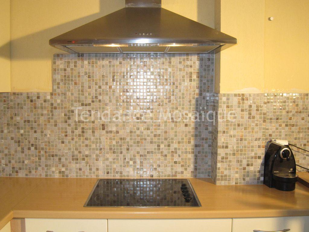 Pose p te de verre mosaique dolce mosaic cr dence cuisine - Mosaiques salle de bain ...