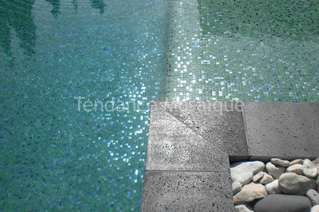 Carrelage design joint carrelage piscine epoxy moderne for Joint carrelage piscine