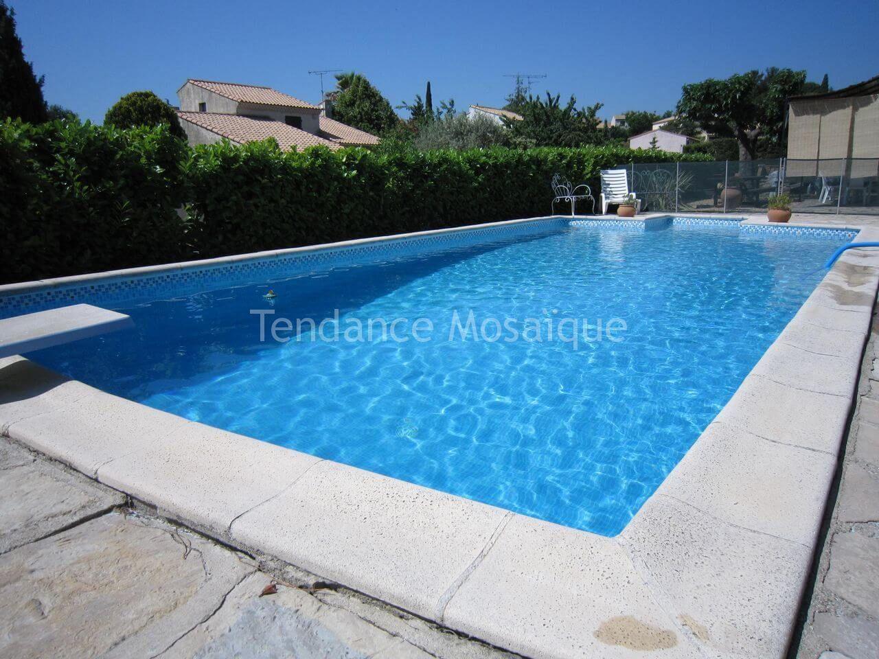 Carrelage piscine r alis avec maux de verre ezarri 2508a for Joint carrelage piscine