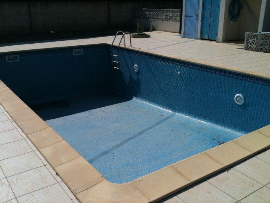 rejointage au joint poxy d maux de verre ezarri carrelage piscine. Black Bedroom Furniture Sets. Home Design Ideas