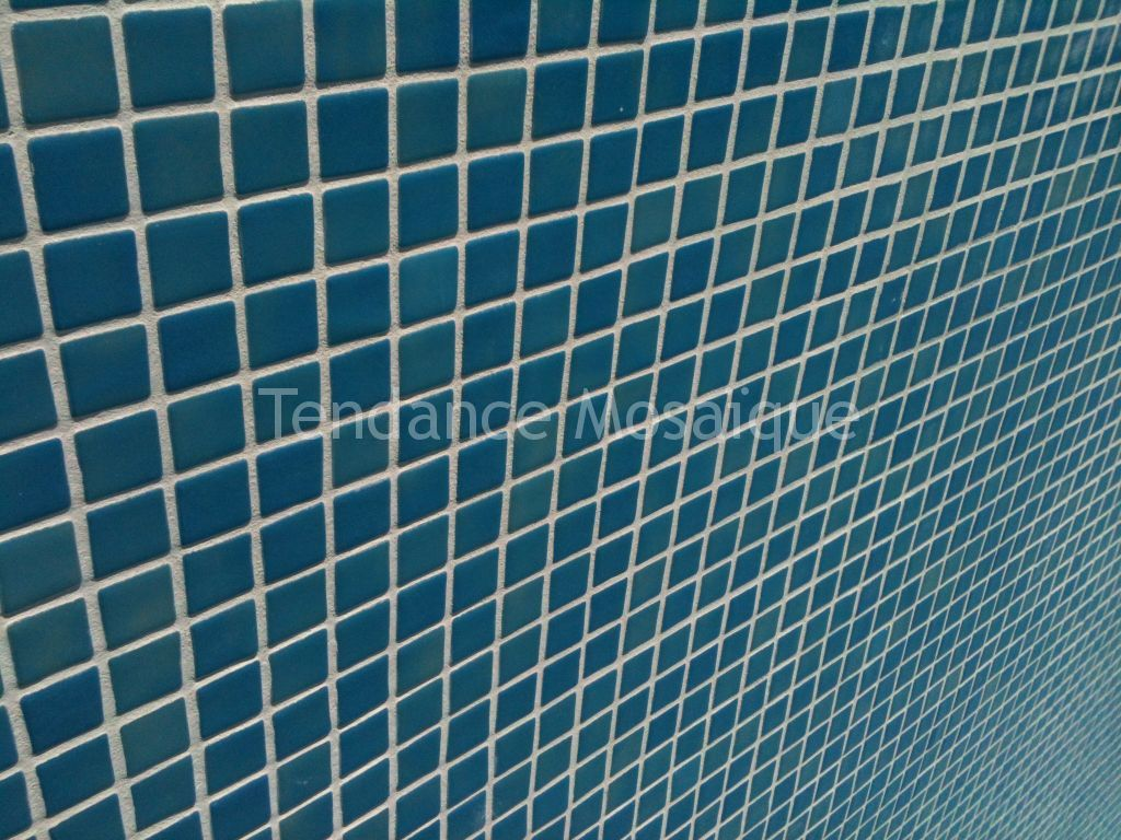 Rejointage piscine joint epoxy carrelage piscine for Joint carrelage piscine