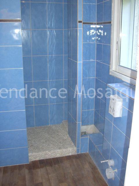 Pose de faience salle de bain carrelage bleu gr s for Faience grise salle de bain