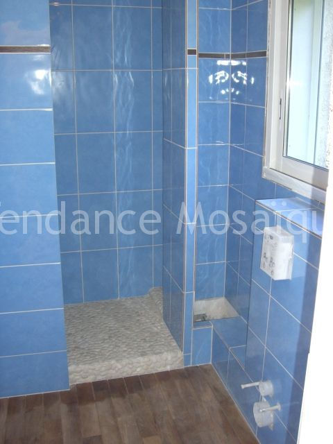 Pose de faience salle de bain carrelage bleu gr s for Carrelage bleu salle de bain